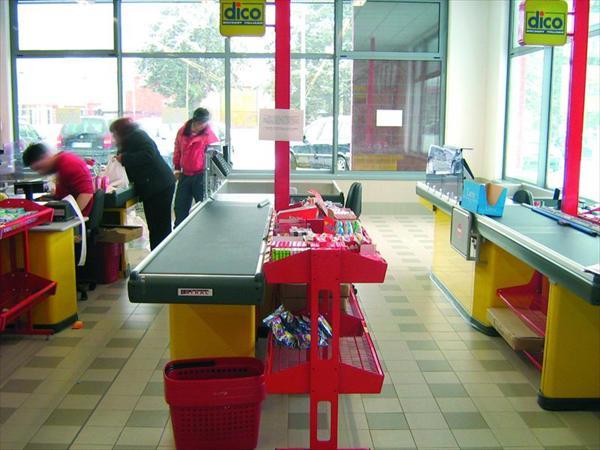 Mobili per casse negozi e punti vendita perugia e terni for Vendita mobili perugia